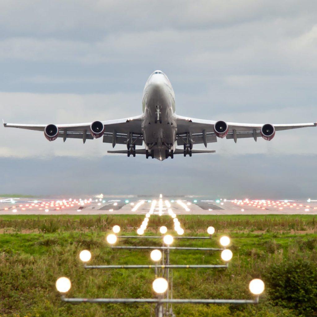 Perubahan Iklim Berarti Lepas Landas Lebih Lama dan Lebih Sedikit Penumpang Menaiki Pesawat